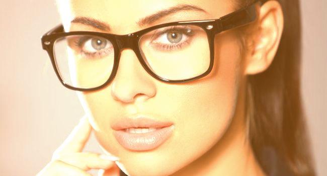 """5aa8e184b Óculos ideal não pode formar """"segunda sobrancelha""""; veja como escolher"""